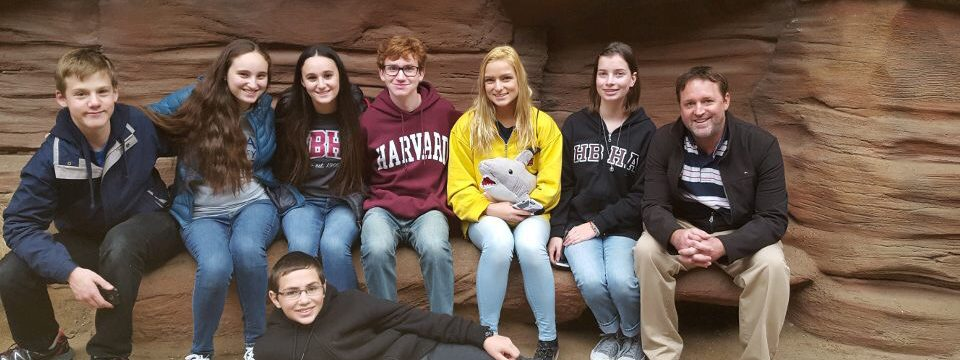 Visit to Aquarium Serves as a Hands-On Learning Experience for Marine Biology Students